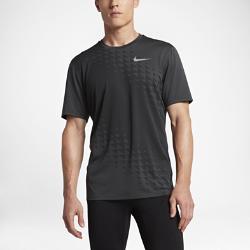 Мужская беговая футболка с коротким рукавом Nike Zonal Cooling Relay GraphicМужская беговая футболка с коротким рукавом Nike Zonal Cooling Relay Graphic из сплошной сетки обеспечивает воздухопроницаемость и комфорт на любой пробежке.<br>