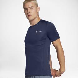 Мужская беговая футболка с коротким рукавом Nike MilerМужская беговая футболка Nike Miler из влагоотводящей ткани со вставками из сетки обеспечивает вентиляцию и комфорт во время бега.<br>