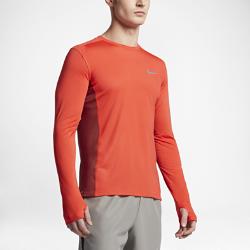 Мужская беговая футболка с длинным рукавом Nike MilerСозданная для бега в прохладную погоду мужская беговая футболка с длинным рукавом Nike Miler идеально подойдет как для новичков, так и для настоящих профи в беге. А благодаря простому дизайну футболка идеально впишется в повседневный гардероб.  Отведение влаги  Мягкая ткань с технологией Dri-FIT обеспечивает комфорт, отводя влагу на поверхность ткани, где она быстро испаряется.  Охлаждение  Сетчатые вставки по бокам и спина полностью из сетки отводят излишки тепла. И ты ощущаешь прохладу, даже когда пробежка набирает обороты.  Свобода движений  Отверстия для больших пальцев на манжетах надежно фиксируют рукава. А плоские швы обеспечивают комфорт даже на самых длинных дистанциях.<br>