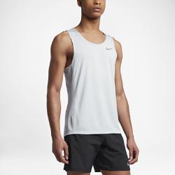 Мужская беговая майка Nike Cool MilerМужская беговая майка Nike Cool Miler из влагоотводящей ткани обеспечивает комфорт во время самых напряженных тренировок.<br>