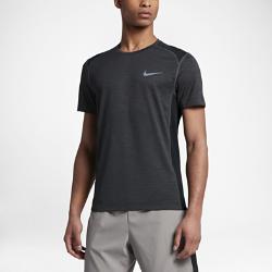 Мужская беговая футболка с коротким рукавом Nike Cool MilerМужская беговая футболка с коротким рукавом Nike Cool Miler из дышащей влагоотводящей ткани обеспечивает легкость и комфорт.<br>