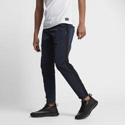 Мужские брюки Nike F.C.Мужские брюки Nike F.C. — обновление легендарных брюк для футбольного тренинга из гладкой легкой ткани с зауженным кроем.<br>