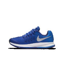 Беговые кроссовки для школьников Nike Air Zoom Pegasus 33Беговые кроссовки для школьников Nike Air Zoom Pegasus 33 создают классический образ, обеспечивая плотную посадку и адаптивную амортизацию и помогая развивать потрясающую скорость во время ежедневных пробежек и важных соревнований.  Мгновенная амортизация  Вставка Nike Zoom Air в области пятки обеспечивает оптимальную амортизацию, позволяя пересекать финишную черту на максимальной скорости.  Dynamic Fit  Легкий воздухопроницаемый верх из сетки дополнен нитями Flywire для плотной посадки, повторяющей естественные движения стопы.  Комфорт при беге  Уникальный канал на подметке делает движения более плавными и комфортными как на треке, так и на улице.<br>