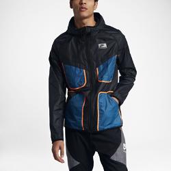 Мужская ветровка Nike InternationalМужская ветровка Nike International из легкой ткани рипстоп с регулируемым «водолазным» капюшоном защищает от непогоды.<br>