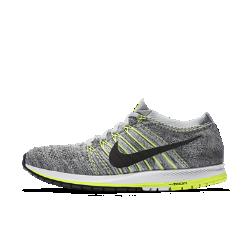 Беговые кроссовки унисекс Nike Zoom Flyknit StreakБеговые кроссовки унисекс Nike Zoom Flyknit Streak обеспечивают легкость, поддержку и мгновенную амортизацию, помогая достичь максимальных результатов на соревновании.  Легкость и поддержка  Верх из материала Flyknit и нити Flywire создают идеальное сочетание эластичности, воздухопроницаемости, легкости и фиксации.  Импульс для движения  Анатомическая форма области пальцев и супинатор в средней части стопы возвращают энергию там, где это необходимо.  Мгновенная амортизация  Вставка Nike Zoom Air в области пятки создает мгновенную амортизацию при каждом шаге.<br>