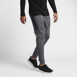 Мужские брюки Nike Sportswear Tech Fleece JoggerМужские брюки Nike Sportswear Tech Fleece Jogger из теплого флиса с практичным функциональным дизайном, сильно зауженным кроем и несколькими карманами обеспечивают свободу движений.<br>