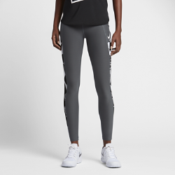 Женские теннисные тайтсы с графикой NikeCourtЖенские теннисные тайтсы с графикой NikeCourt из сверхэластичной ткани обеспечивают комфорт и идеальны как в качестве отдельной детали, так и для сочетания с другими предметами одежды во время тренировок в прохладную погоду.<br>