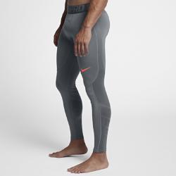 Мужские тайтсы для тренинга Nike Pro HyperWarmМужские тайтсы для тренинга Nike Pro HyperWarm сочетают термоткань и систему вентиляции в зонах повышенного тепловыделения, обеспечивая тепло без перегрева.  ОПТИМАЛЬНАЯ ВОЗДУХОПРОНИЦАЕМОСТЬ  Вставки из прочной сетки обеспечивают зональную вентиляцию и комфорт в самые интенсивные моменты тренировки. Усовершенствованный пояс создает пространство междутканью и твоей кожей, повышая циркуляцию воздуха.  ТОЧНОСТЬ ДВИЖЕНИЙ  Плотно прилегающий эластичный пояс фиксирует посадку, а эластичная ткань и плоские швы обеспечивают свободу движений в любом направлении.<br>