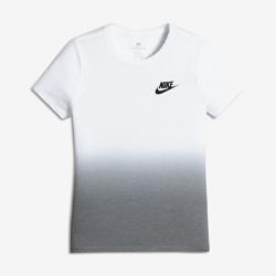 Футболка для девочек школьного возраста Nike Sportswear Dip-DyeФутболка для девочек школьного возраста Nike Sportswear Dip-Dye из прочной и мягкой шелковистой ткани обеспечивает комфорт на весь день.<br>