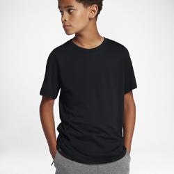 Футболка для мальчиков школьного возраста Nike Sportswear TechФутболка для мальчиков школьного возраста Nike Sportswear Tech со вставкой из трикотажной сетки на спине обеспечивает вентиляцию и комфорт на каждый день.<br>