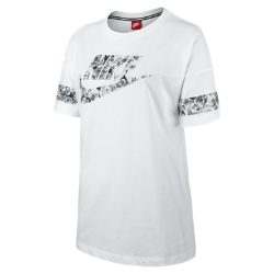 Женская футболка Nike GraphicЖенская футболка Nike Graphic из мягкого и прочного хлопка обеспечивает комфорт на каждый день.<br>