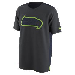 Мужская футболка Nike Dry Travel (NFL Seahawks)Мужская футболка Nike Dry Travel (NFL Seahawks) из мягкой влагоотводящей ткани украшена клубным логотипом.<br>