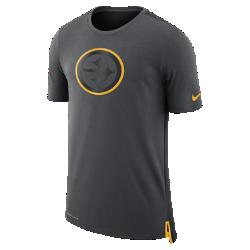 Мужская футболка Nike Dry Travel (NFL Steelers)Мужская футболка Nike Dry Travel (NFL Steelers) из мягкой влагоотводящей ткани украшена клубным логотипом.<br>