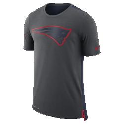 Мужская футболка Nike Dry Travel (NFL Patriots)Мужская футболка Nike Dry Travel (NFL Patriots) из мягкой влагоотводящей ткани украшена клубным логотипом.<br>