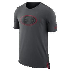 Мужская футболка Nike Dry Travel (NFL 49ers)Мужская футболка Nike Dry Travel (NFL 49ers) из мягкой влагоотводящей ткани украшена клубным логотипом.<br>