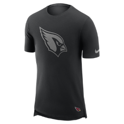 Мужская футболка Nike Enzyme Droptail (NFL Cardinals)Мужская футболка Nike Enzyme Droptail (NFL Cardinals) из ультрамягкого хлопка украшена клубными деталями.<br>