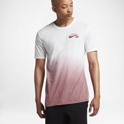 Мужская футболка Nike SB DryМужская футболка Nike SB Dry из мягкой влагоотводящей ткани обеспечивает вентиляцию и комфорт на весь день.<br>
