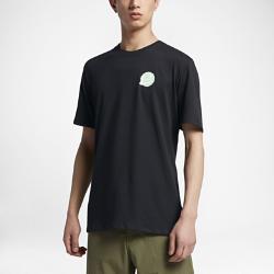 Мужская футболка Nike SB Dry SkyscraperМужская футболка Nike SB Dry Skyscraper из мягкой влагоотводящей ткани обеспечивает вентиляцию и комфорт на весь день.<br>