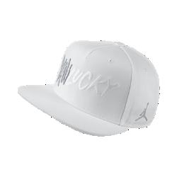 Бейсболка с застежкой Air Jordan 13Бейсболка Air Jordan 13 из влагоотводящей ткани с регулируемой застежкой на кнопке обеспечивает комфорт и удобную посадку.<br>