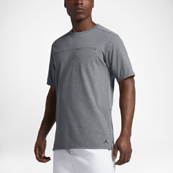 Мужская футболка Jordan 23 Lux PocketМужская футболка Jordan 23 Lux Pocket со вставкой из сетки на спине обеспечивает охлаждение и комфорт.<br>