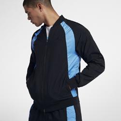 Мужская куртка Air Jordan Wings WovenБоковые вставки с перфорацией, легкая ткань и легендарный логотип Air Jordan Wings на мужской куртке Air Jordan Wings Woven напоминают о легендарной классике 80-х.<br>