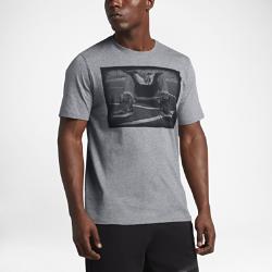 Мужская футболка Jordan Kick PushМужская футболка Jordan Kick Push из мягкого и прочного хлопка обеспечивает комфорт на весь день.<br>