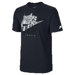 Мужская футболка Nike Cityscape (Berlin)В мужской футболке Nike Cityscape (Berlin) ты можешь заявить о своем городе благодаря рисунку на хлопковой ткани.<br>