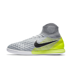 Nike MagistaX Proximo II Indoor/Court Soccer ShoeTheNike MagistaX Proximo II Indoor/Court Soccer Shoe provides incredible touch and precision control when playing small-sided games, indoors or on the street.<br>