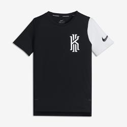 Баскетбольная футболка для мальчиков школьного возраста Nike KyrieБаскетбольная футболка для мальчиков школьного возраста Nike Kyrie из мягкой влагоотводящей ткани со вставками из сетки обеспечивает вентиляцию и комфорт на площадкеи за ее пределами.<br>