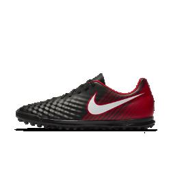 Футбольные бутсы для игры на газоне Nike Magista Ola IIФутбольные бутсы для игры на газоне Nike Magista Ola II отличаются от предыдущей модели обтекаемым силуэтом для плотной посадки без утяжеления. Резиновые шипы обеспечивают сцепление с синтетическими покрытиями.<br>