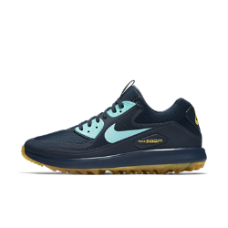 Мужские кроссовки для гольфа Nike Air Zoom 90 ITМужские кроссовки для гольфа Nike Air Zoom 90 IT — новая версия любимой модели Рори Макилроя с водонепроницаемым верхом и превосходной системой сцепления для тех, кто не считает плохую погоду препятствием.  Защита в сырую погоду  Водонепроницаемый верх и внутренняя вставка защищают от влаги и обеспечивают комфорт в дождливую погоду.  Превосходное сцепление  Рисунок Integrated Traction обеспечивает превосходное сцепление и исключительное чувство поверхности, делая каждый свинг более эффективным.  Оптимальная амортизация  Технология Nike Zoom Air в передней части стопы обеспечивает упругую адаптивную амортизацию.<br>