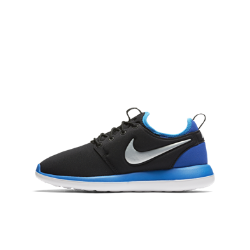 Кроссовки для школьников Nike Roshe TwoКроссовки для школьников Nike Roshe Two в стиле дзэн с подошвой из пеноматериала тройной плотности идеально подходят для занятий в школе и игровой площадки.<br>
