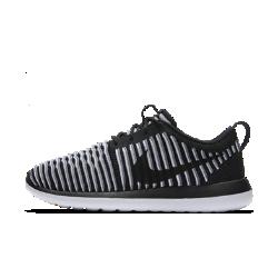 Женские кроссовки Nike Roshe Two FlyknitПросто Инновация — женские кроссовки Nike Roshe Two Flyknit. Дышащий материал Nike Flyknit и три слоя амортизации обеспечивают мягкость и комфорт.  Максимальная поддержка  Волокна Flyknit создают зоны вентиляции, эластичности и поддержки там, где это необходимо, для плотной и адаптивной посадки.  Мягкость  Усовершенствованная подошва из трех видов пеноматериала разной плотности для превосходной амортизации на целый день. Стелька из медленно восстанавливающего форму пеноматериала повышает комфорт.  Подробнее  Мягкий и гибкий верх Мягкий бортик для мягкости и амортизации Вырезы в подметке снижают вес обуви  ФИРМЕННЫЕ ДЕТАЛИ  Создатели Nike Roshe черпали вдохновение в медитативных практиках и философии дзэн. Ничего лишнего — только самое необходимое. Уникальные детали создают яркий контраст.<br>