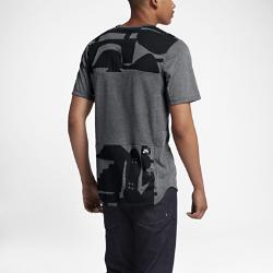 Мужская футболка с коротким рукавом Nike SB x CH Skyline Dry CoolМужская футболка с коротким рукавом Nike SB x CH Skyline Dry Cool из влагоотводящей ткани с зональной вентиляцией и яркой стильной графикой известного художника Коди Хадсона из Чикаго подходит для катания и на каждый день.<br>
