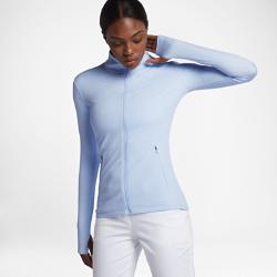 Женская куртка для гольфа Nike DryЖенская куртка для гольфа Nike Dry из легкой ткани сохраняет тепло и легко сочетается с другими элементами одежды.<br>