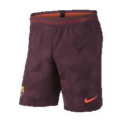 Мужские футбольные шорты 2017/18 FC Barcelona Vapor Match ThirdМужские футбольные шорты 2017/18 FC Barcelona Vapor Match Third из легкой ткани с зональной вентиляцией и символикой клуба создают ощущение прохлады и комфорта.<br>