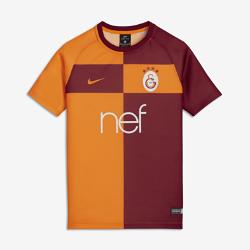 Игровая футболка для школьников Galatasaray S.K. BreatheИгровая футболка для школьников Galatasaray S.K. Breathe из дышащей влагоотводящей ткани с рукавами покроя реглан обеспечивает комфорт и свободу движений на поле.<br>
