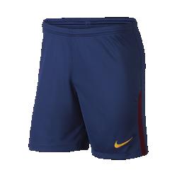 Мужские футбольные шорты 2017/18 FC Barcelona Stadium Home/AwayМужские футбольные шорты 2017/18 FC Barcelona Stadium Home/Away из дышащей влагоотводящей ткани с эластичными вставками из сетки обеспечивают длительный комфорт и естественную свободу движений.<br>