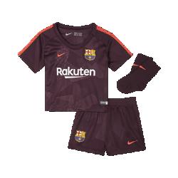 Футбольный комплект для малышей 2017/18 FC Barcelona Stadium ThirdФутбольный комплект для малышей 2017/18 FC Barcelona Stadium Third включает джерси, шорты и носки из дышащей ткани для максимального комфорта.<br>