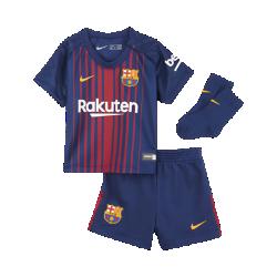 Футбольный комплект для малышей 2017/18 FC Barcelona Stadium HomeФутбольный комплект для малышей 2017/18 FC Barcelona Stadium Home включает джерси, шорты и носки из дышащей ткани для максимального комфорта.<br>