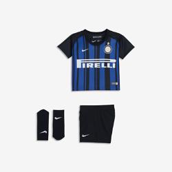 Футбольный комплект для малышей 2017/18 Inter Milan Stadium HomeФутбольный комплект для малышей 2017/18 Inter Milan Stadium Home включает джерси, шорты и носки из дышащей ткани для максимального комфорта.<br>