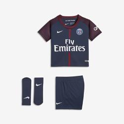Футбольный комплект для малышей 2017/18 Paris Saint-Germain Stadium HomeФутбольный комплект для малышей 2017/18 Paris Saint-Germain Stadium Home включает джерси, шорты и носки из дышащей ткани для максимального комфорта.<br>