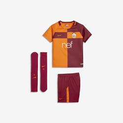 Футбольный комплект для дошкольников 2017/18 Galatasaray S.K. Stadium HomeФутбольный комплект для дошкольников 2017/18 Galatasaray S.K. Stadium Home включает джерси с коротким рукавом, шорты и носки из дышащей ткани с символикой команды.<br>