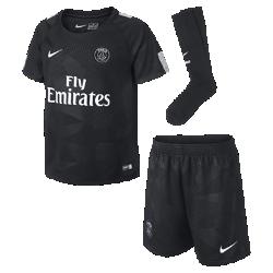 Футбольный комплект для дошкольников 2017/18 Paris Saint-Germain Stadium ThirdФутбольный комплект для дошкольников 2017/18 Paris Saint-Germain Stadium Third включает джерси с коротким рукавом, шорты и носки из дышащей ткани с символикой команды.<br>