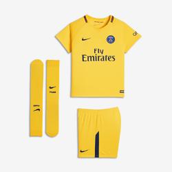 Футбольный комплект для дошкольников 2017/18 Paris Saint-Germain Stadium AwayФутбольный комплект для дошкольников 2017/18 Paris Saint-Germain Stadium Away включает джерси с коротким рукавом, шорты и гетры из дышащей ткани с символикой команды.<br>