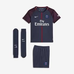 Футбольный комплект для дошкольников 2017/18 Paris Saint-Germain Stadium HomeФутбольный комплект для дошкольников 2017/18 Paris Saint-Germain Stadium Home включает джерси с коротким рукавом, шорты и носки из дышащей ткани с символикой команды.<br>