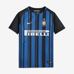 Футбольное джерси для школьников 2017/18 Inter Milan Stadium HomeФутбольное джерси для школьников 2017/18 Inter Milan Stadium Home из легкой влагоотводящей ткани обеспечивает охлаждение и комфорт.<br>