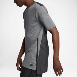 Мужская футболка с коротким рукавом Nike Sportswear Mesh BackМужская футболка с коротким рукавом Nike Sportswear Mesh Back из мягкой смесовой ткани на основе хлопка с сетчатой вставкой на спине обеспечивает вентиляцию, легкость и комфорт.<br>
