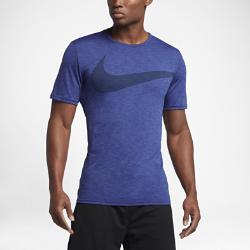 Мужская футболка для тренинга с коротким рукавом Nike Breathe SwooshМужская футболка для тренинга с коротким рукавом Nike Breathe Swoosh из дышащей влагоотводящей ткани обеспечивает охлаждение и комфорт во время тренировки.<br>