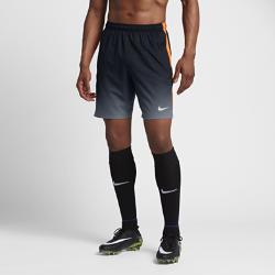 Мужские футбольные шорты Nike CR7 SquadМужские футбольные шорты Nike CR7 Squad обеспечивают плотную посадку для свободы движений и полной концентрации на игре.  КОМФОРТ  Технология Nike Dri-FIT отводит влагу от кожи на поверхность ткани, где она быстро испаряется.  НАДЕЖНАЯ ПОСАДКА  Кант из рубчатой ткани по внутренней стороне пояса надежно фиксирует шорты во время движения.  СВОБОДА ДВИЖЕНИЙ  Боковые полосы из эластичной рубчатой ткани не сковывают движений при беге, рывках и ударах.<br>